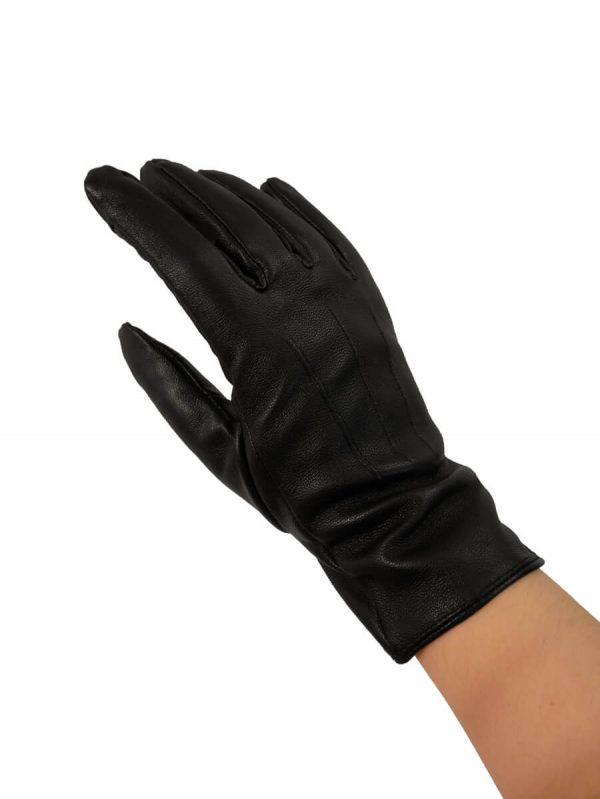 Image displays a model hand wearing the black thinsulate glove.
