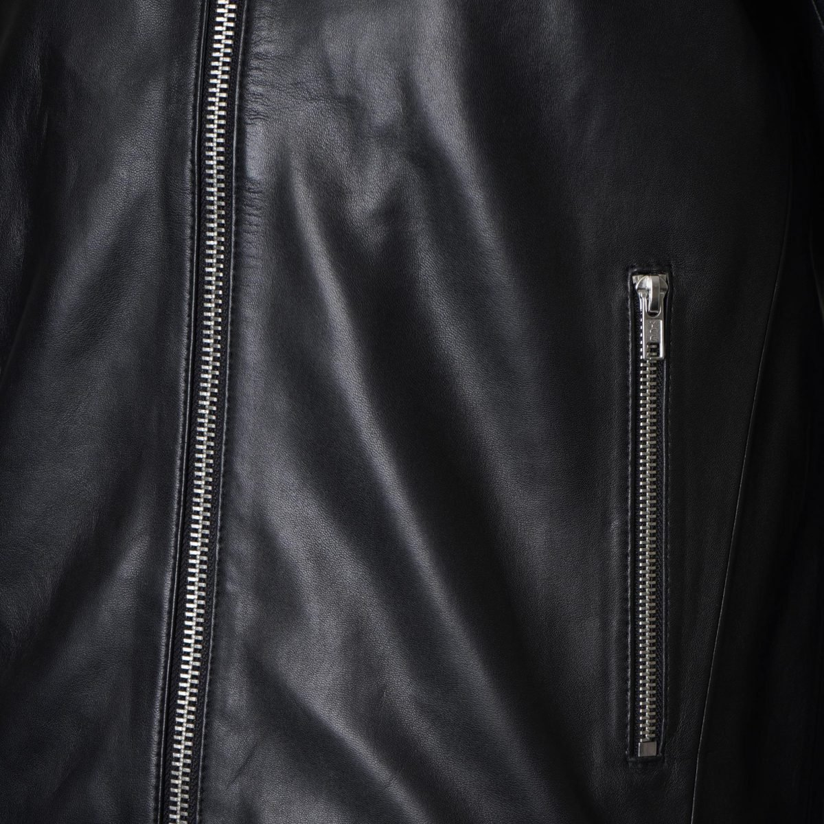 Image displays a close up shot of the silver hardward on the SHR_324 leather trucker jacket for men.
